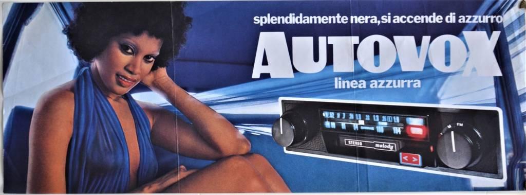Autovox linea azzurra. Splendidamente nera, si tinge di azzurro.